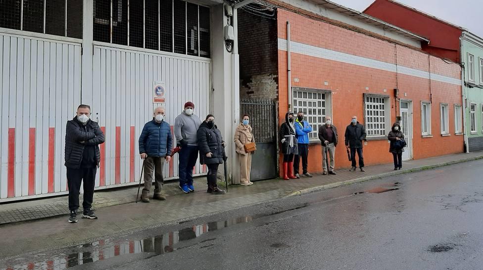 Paricipantes en la concentración desarrollada en la zona de Puerta de Neira - FOTO: Cedida