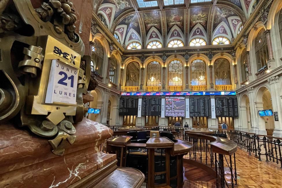 La Bolsa española amplía las pérdidas al 1,22 % y pone en riesgo los 8.900