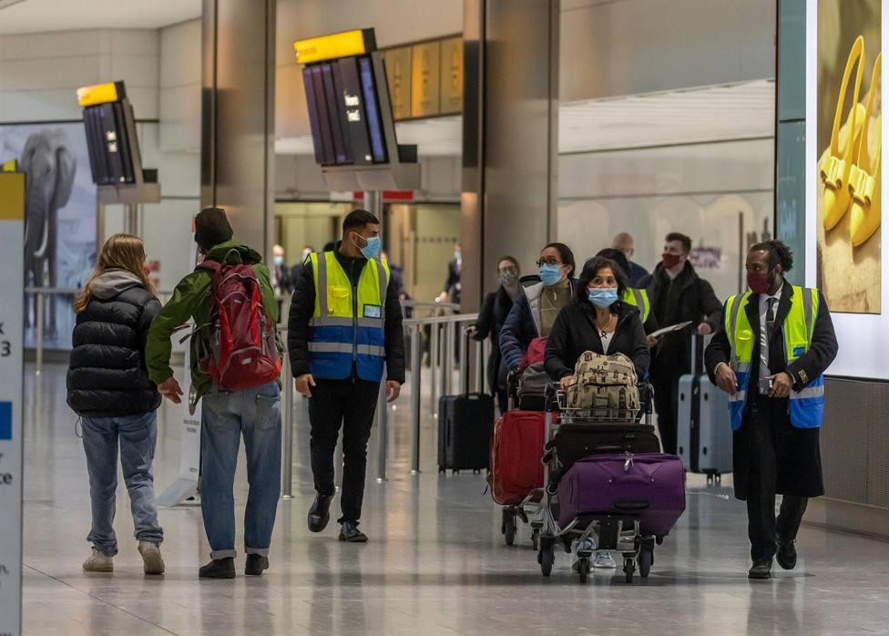 Los británicos vacunados con pauta completa, sin cuarentena a su regreso de Canarias