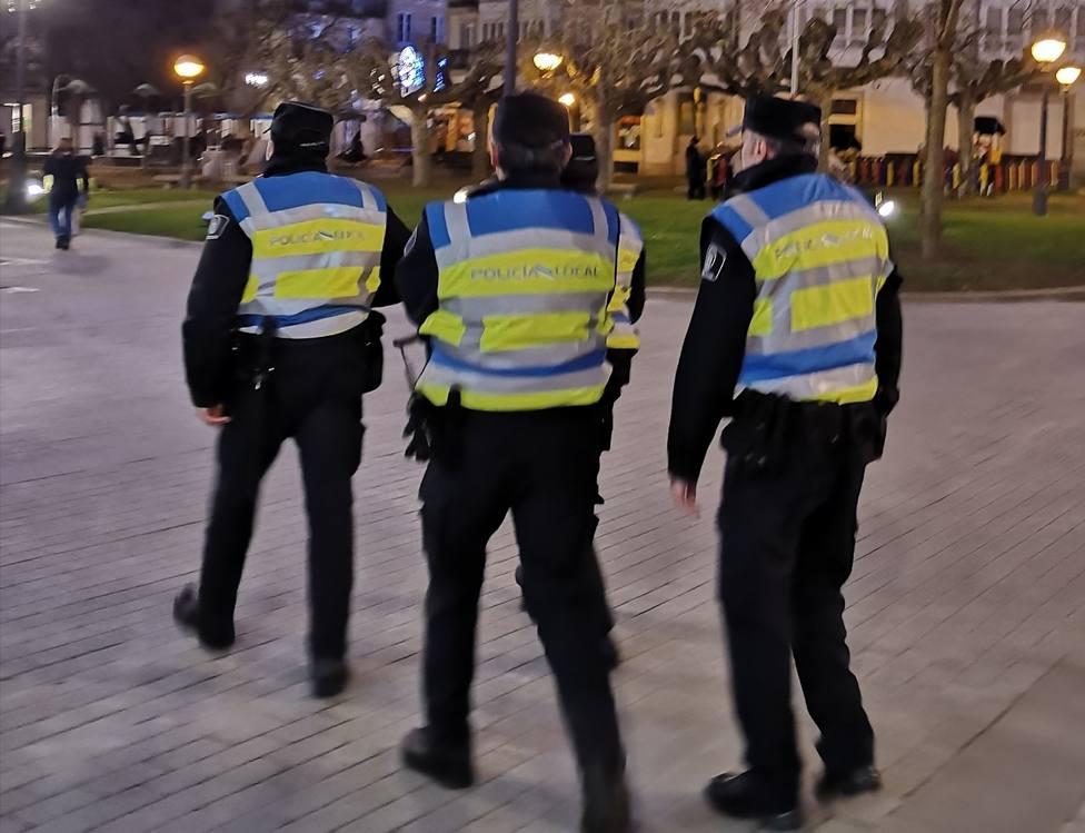 Cuatro policías locales en Campo Castelo