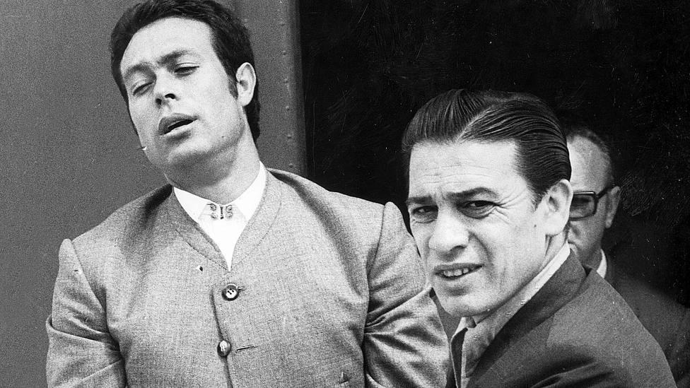 Curro Romero junto a Gonzalito, su fiel mozo de espadas