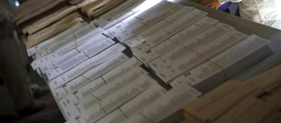 Una mesa llena de papeletas el pasado domingo. REUTERS