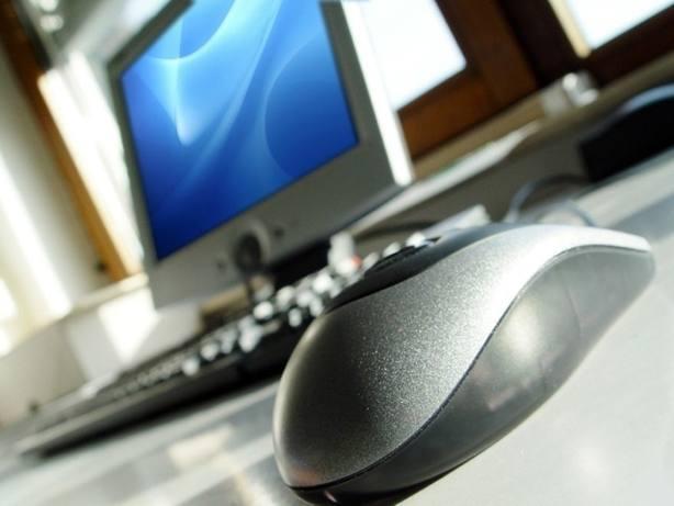 La UE aprueba la reforma de las telecomunicaciones que abarata las llamadas telefónicas entre países