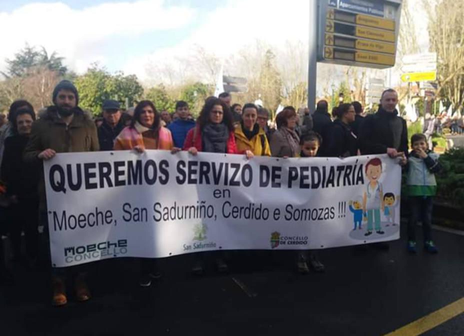 Vecinos de los municipios que han perdido el servicio de pediatra en Santiago