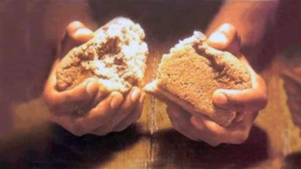 Partiendo el Pan que nos entrega a Dios y los hombres