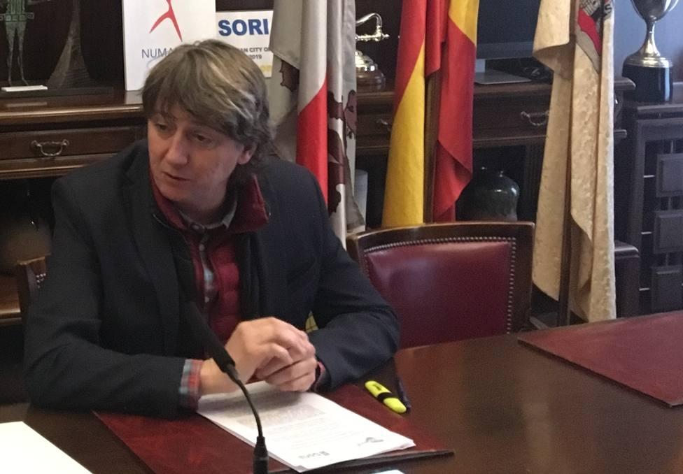 Carlos Martínez, alcalde de Soria, dando cuenta de los asuntos de la junta de gobierno local