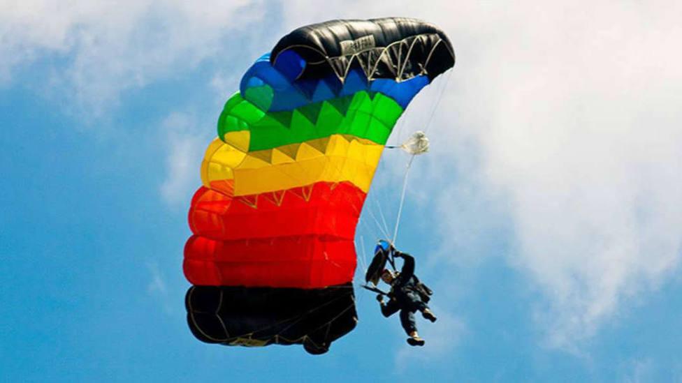 El impactante momento en el que un paracaidista casi pierde la vida durante la competición