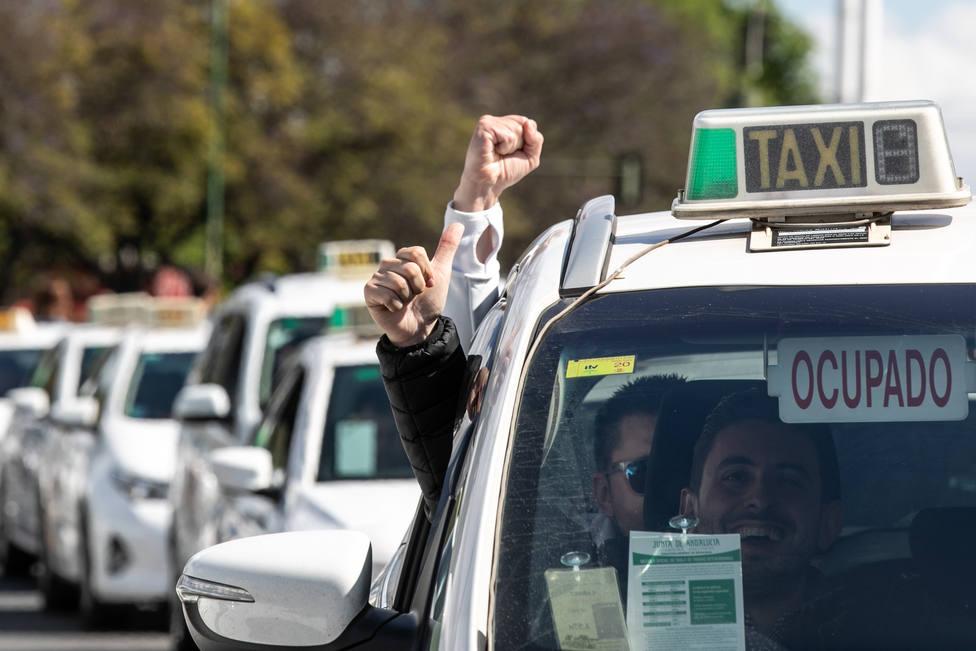 La Audiencia Nacional ve indicios de infracción penal tras una querella de los taxistas contra Uber y Cabify