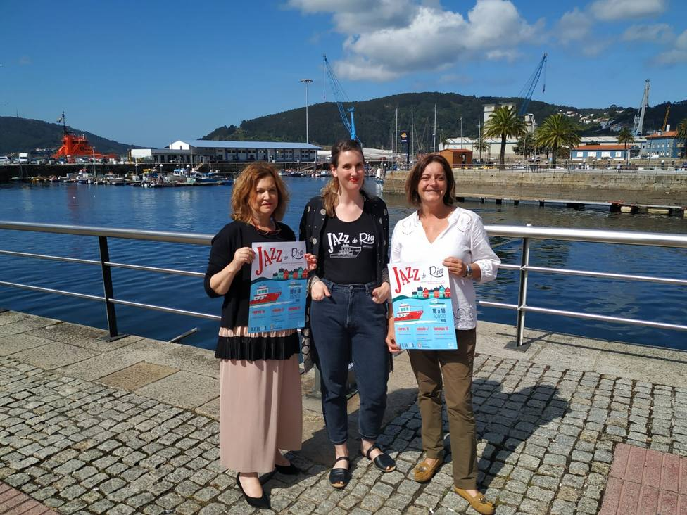 La concejala de Turismo de Ferrol con la de Cltura de Mugardos y la organizadora en el centro