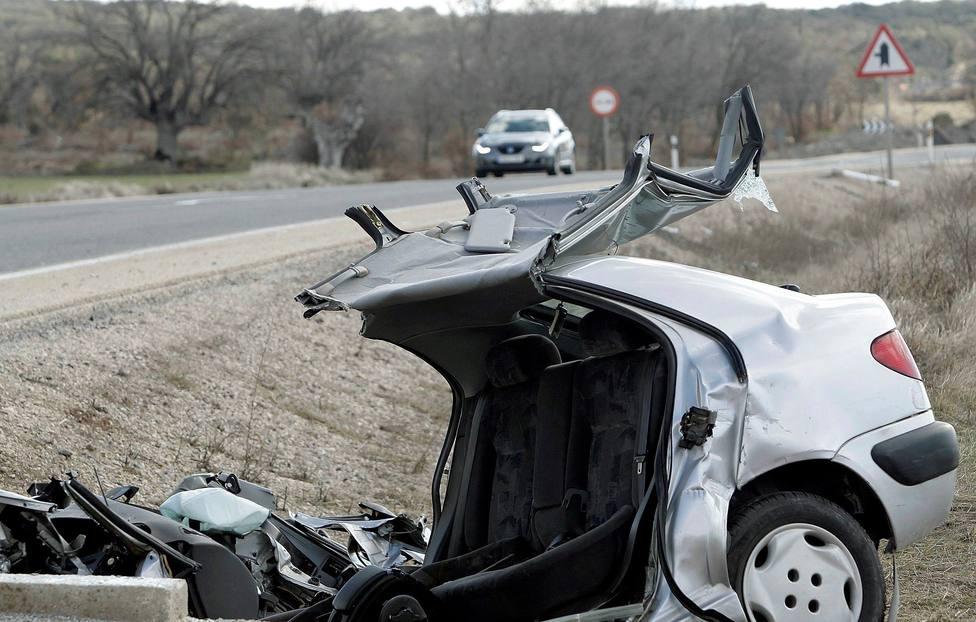 Un coche destrozado tras un accidente mortal