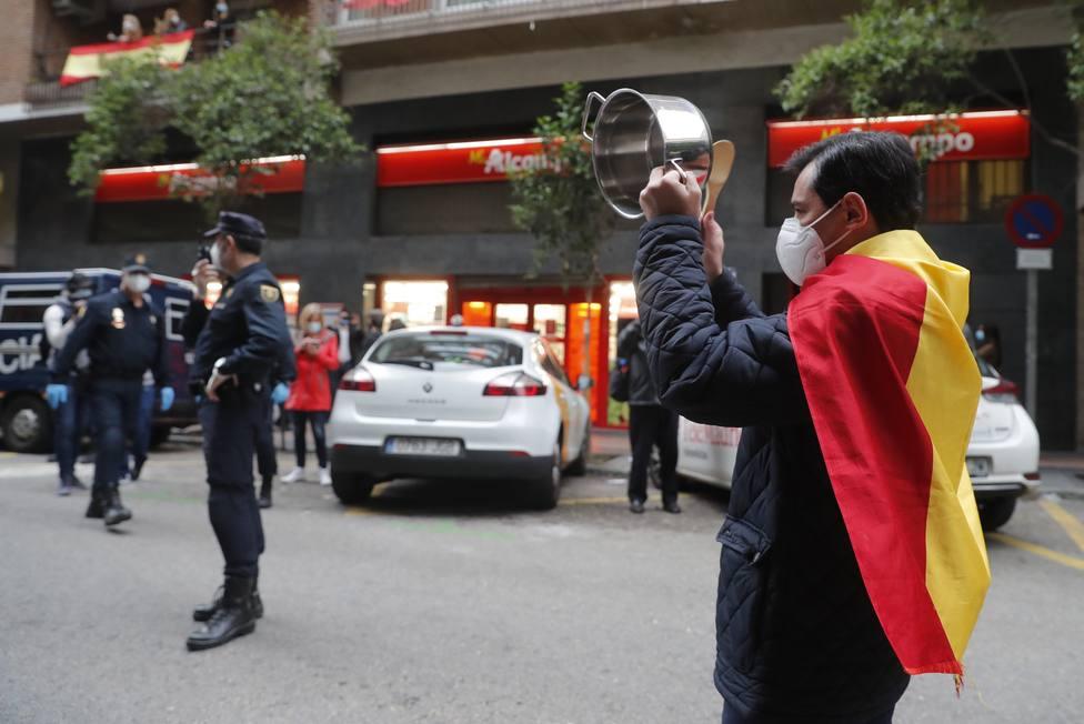 La Guardis Civil ordena evitar las pintadas y banderas alrededor de la casa de Iglesias