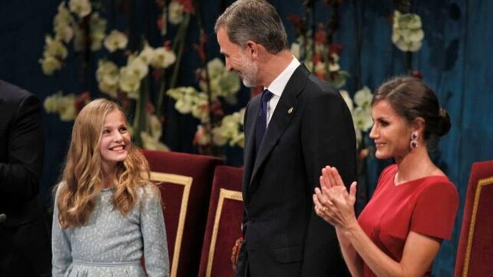 La Princesa Leonor junto a los Reyes en el Teatro Campoamor