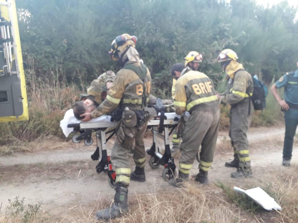 El bombero fue trasladado en ambulancia al hospital de Verín