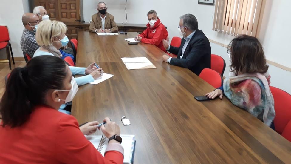 Reunidos ayuntamiento, concejalias y Ong d Plasencia