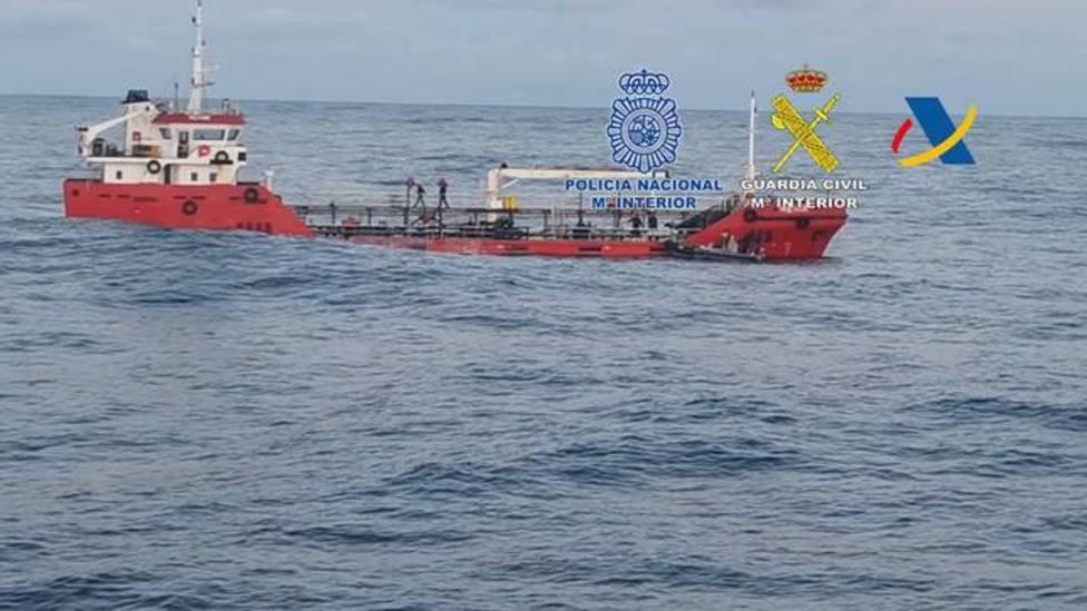 Nueve detenidos y 3 toneladas de cocaína intervenidas en un barco hundido frente a la costa de Ribadeo