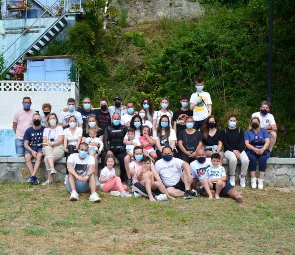 Participantes en la acción de limpieza desarrollada en A Graña - FOTO: Cedida