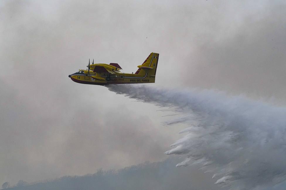 La Unión Europea moviliza medios para apagar los incendios en Italia, Grecia y los Balcanes