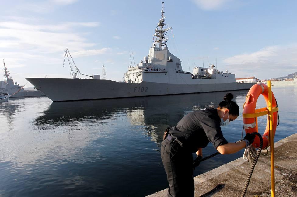 El barco militar ya navega hacía el norte de Europa - FOTO: EFE / Kiko Delgado