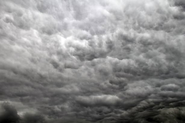 Las temperaturas subirán este viernes, pero las lluvias y tormentas ponen en aviso a Cantabria y Baleares