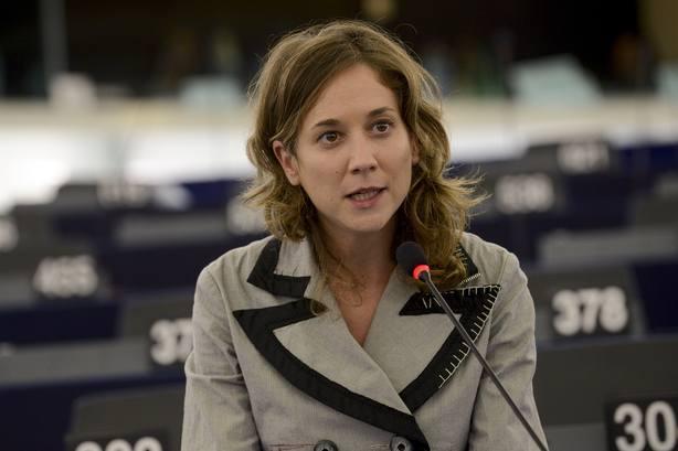 IU denuncia las trabas del Gobierno para impedir a su eurodiputada Marina Albiol el acceso al CIE de Tenerife