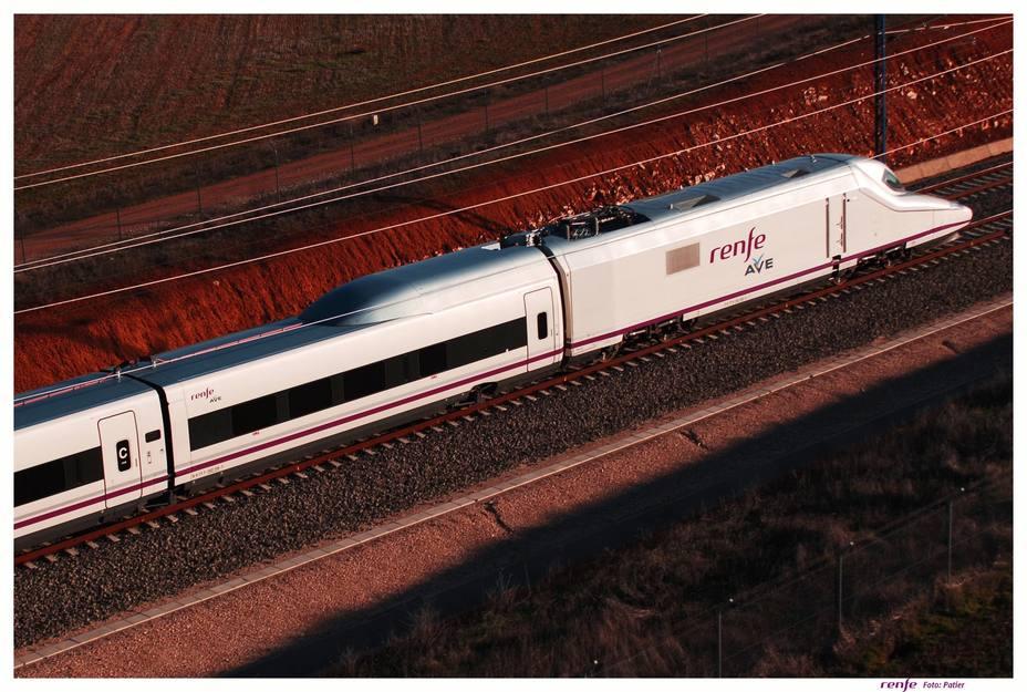 Adif baja el peaje de las vías del AVE para facilitar la entrada de competidores de Renfe