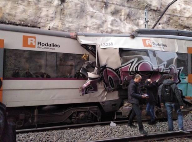 Un muerto y dieciséis heridos en un choque de trenes entre Sant Vicenç de Castell y Manresa (Cataluña)