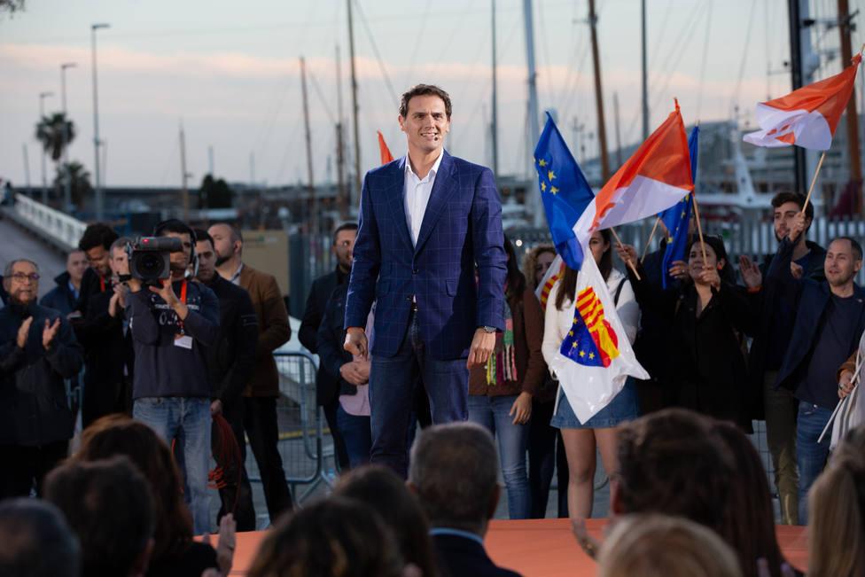 Rivera confiesa que lloró tras la declaración de independencia y promete devolver la alegría a Cataluña