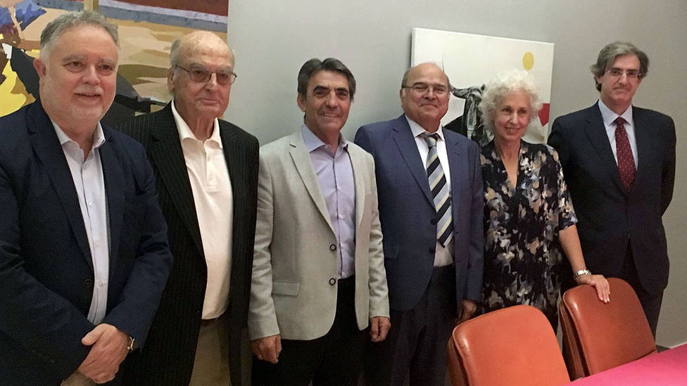 Manuel Á. Fernández, Luis Gordillo, Victorino Martín, Rogelio Pérez Cano, Pilar Linares y Fernando Gomá