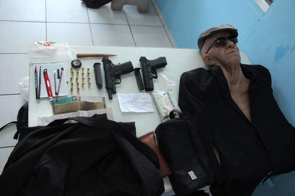 Un hombre intenta robar un banco en Brasil disfrazado con una máscara de anciano