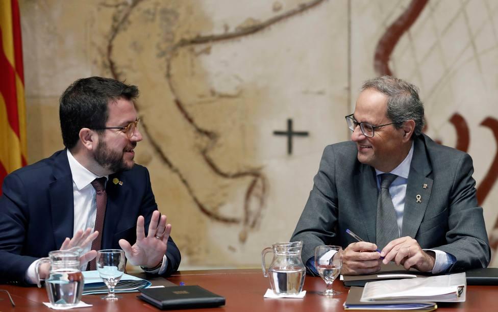 El presidente de la Generalitat, Quim Torra, junto a su vicepresidente y conseller de Economía, Pere Aragonés