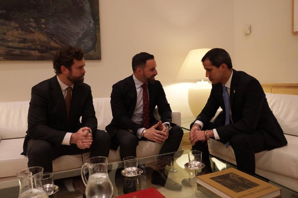 Santiago Abascal se avergüenza de Pedro Sánchez ante Juan Guaidó