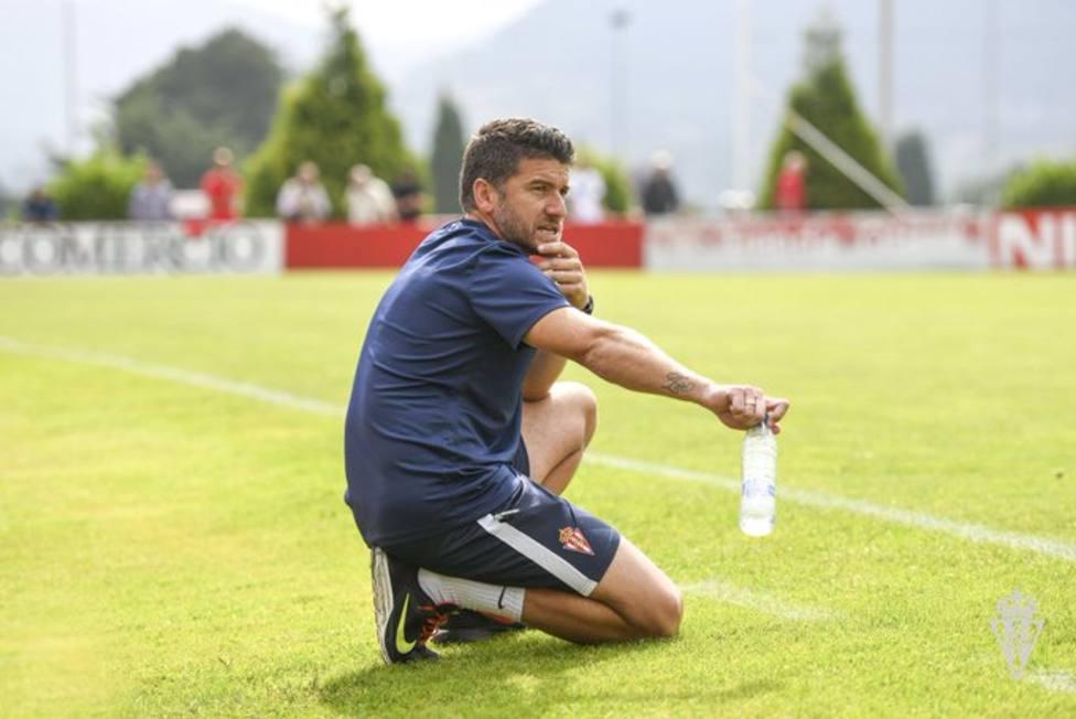 Samuel Baños seguirá entrenando al filial del Sporting