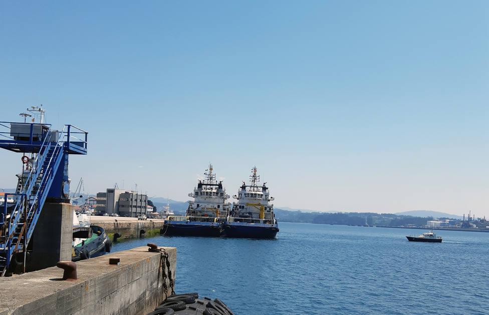 Dos de los buques abarloados en el puerto interior - FOTO: Autoridad Portuaria de Ferrol-San Cibrao