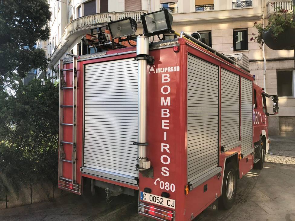 Foto de archivo de un vehículo de los Bomberos de Ferrol en la plaza de España