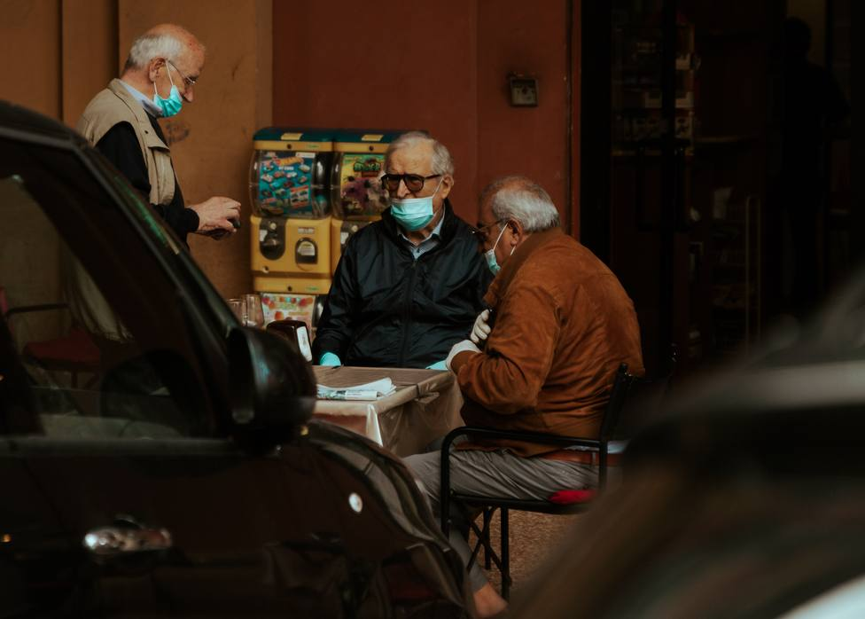 Los casos activos de Covid-19 bajan en La Rioja hasta los 880 con seis personas más ingresadas