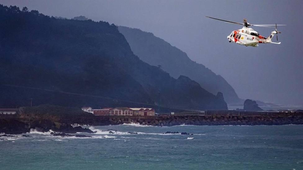 El helicóptero Helimer Cantábrico durante el operativo de búsqueda