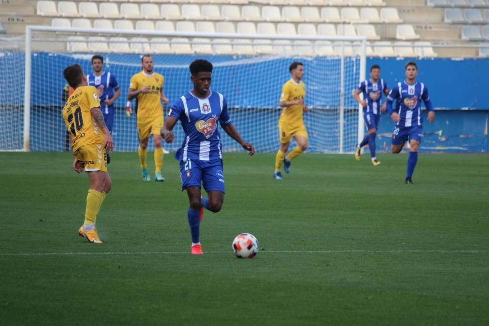 El CF Lorca Deportiva cae 1-2 contra el UCAM