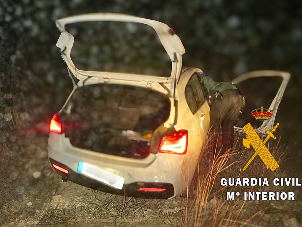 Dos hermanos tienen un accidente en Níjar con el coche del padre y simulan su robo para evitar una reprimenda