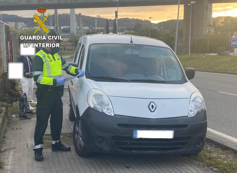 La furgoneta intervenida por agentes de la Benemérita - FOTO: Guardia Civil