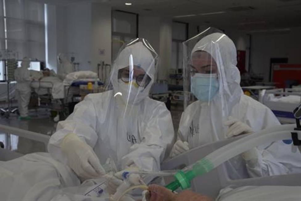 Bajan los hospitalizados e ingresados en la UCI