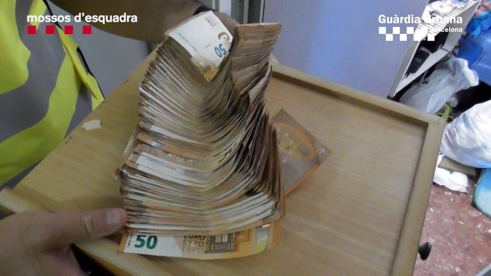 Sucesos.- Tres detenidos por tráfico de drogas en el barrio barcelonés de Baró de Viver