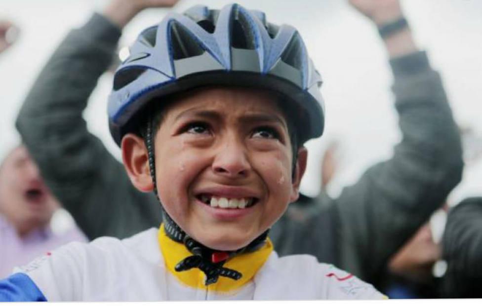 Julián Gómez, el niño que se hizo viral al llorar con la victoria de Egan Bernal en el Tour de Francia.